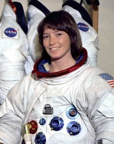 Anna Fisher - Woman In Space Anna Fisher, Indian Space Research Organisation, Space Hero, Space Launch, Nasa Astronauts, Space Time, Space Shuttle, Space Exploration, Famous Women
