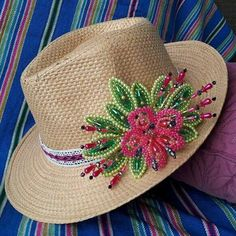 Se acerca fiestas patrias y nuevamente iniciamos con los pedidos de nuestros sombreros de tembleque   #panama #pollera #tembleques #folcklore #handmade Seed Bead Art, French Beaded Flowers, Feather Painting, Love Hat, Hat Shop, Beaded Jewelry Patterns, Cute Hats, Beading Tutorials, Flowers