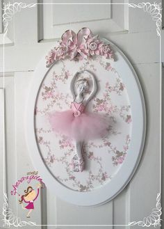 Ballerina relief with pink tulle tutu, in a white oval frame, backed in pretty floral paper, with pink ribbon bow relief at the top. Perfect decor for a young ladies room! Ballerina Art, Ballerina Birthday, Anniversaire Hello Kitty, Decoration Baroque, Decoupage, Diy And Crafts, Arts And Crafts, Creation Deco, Oval Frame