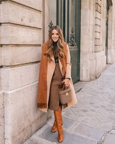 Daily Look Julia Engel shares her daily look on Gal Meets Glam. Julia is wearing a Club Monaco coat, Bop Basics turtleneck, Micha. Chic Winter Outfits, Fall Outfits, Casual Outfits, Casual Clothes, Dress Casual, Winter Dresses, Mode Outfits, Fashion Outfits, Womens Fashion