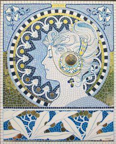 produzione recente di mosaico artigianale di Dario Gessaroli dal titolo: L'alloro, ispirato all'opera di Mucha.