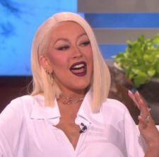 Christina Aguilera canta hits de Beyoncé, Whitney Houston, Madonna e mais em programa de TV #Adele, #Brincadeira, #Cantora, #Gaga, #Lady, #LadyGaga, #Loira, #Madonna, #Nome, #Noticias, #Pop, #Popzone, #Programa, #Rihanna, #Show, #Tv, #Vídeo, #Videos, #WhitneyHouston http://popzone.tv/2016/05/christina-aguilera-canta-hits-de-beyonce-whitney-houston-madonna-e-mais-em-programa-de-tv.html