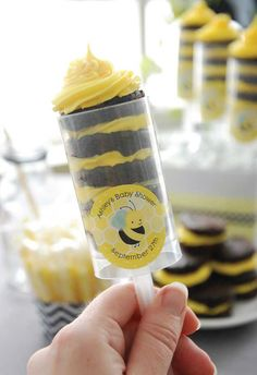 Bumble Bee Brownie Pops - DIY Party Food Ideas
