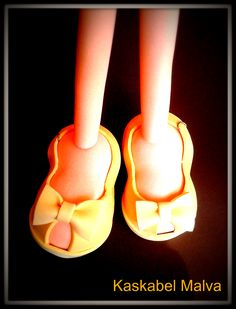 Piernas y zapatos de fofucha Sara