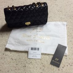 Due Fratelli leather handbag Due Fratelli genuine leather quilted black handbag. Comes with dust cover and care card. Only used a couple times. Perfect condition!  9.5Wx5Hx2.5D Due Fratelli Bags Mini Bags