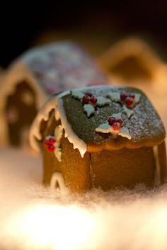 holly gingerbread house