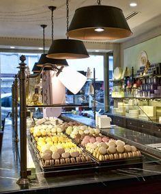 Lived part of my Blair Waldorf dream last month.these macaroons were amazing… Laduree Paris, Paris Bakery, Macarons, Laduree Macaroons, French Macaroons, Afternoon Tea Parties, I Love Paris, Chocolate Shop, Kitchens