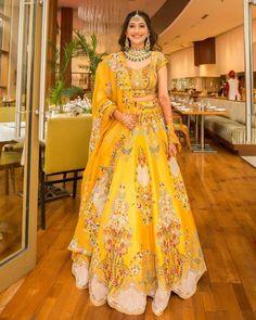 Indian Bridesmaid Dresses, Indian Bridal Outfits, Indian Bridal Fashion, Indian Bridal Wear, Indian Fashion Dresses, Indian Designer Outfits, Indian Bride Dresses, Pakistani Dresses, Wedding Lehenga Designs