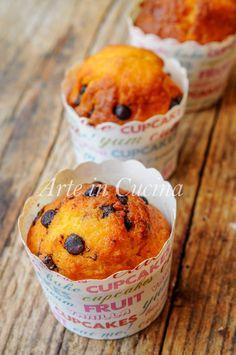 Muffin semplici con gocce di cioccolato, dolci da colazione facili e veloci, ricetta senza robot, perfetti a merenda, in poco tempo, piacciono anche ai bambini