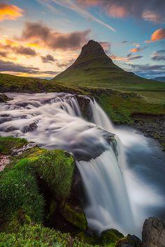 Kirkjufell Mountain, Iceland. - Μιλιέται η Ισλανδική γλώσσα, που είναι μία Γερμανική γλώσσα που μιλιέται στην Ισλανδία.
