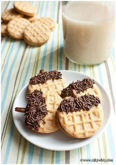 How to make the easiest acorn cookies ever. Kids cam make these on Thanksgiving while you are busy with the turkey ;) From cakewhiz.com