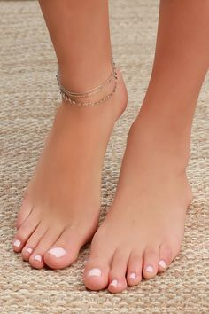 You'll love the delicate charm of the Lulus Dashing Silver Circle Charm Anklet! Dainty silver chain ankle bracelet with silver beads and circle charms. Silver Ankle Bracelet, Gold Anklet, Ankle Bracelets, Foot Bracelet, Silver Bracelets, Nice Toes, Pretty Toes, Foot Pics, Foot Pictures