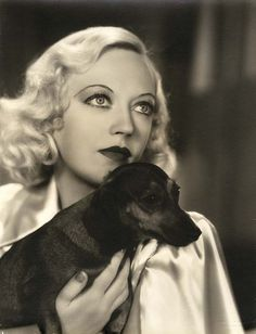 Marion Davies with her dachshund Gandhi. She loved him! Vintage Dachshund, Dachshund Love, Daschund, Chihuahua, Marion Davies, Photos With Dog, Weenie Dogs, Doggies, Carole Lombard