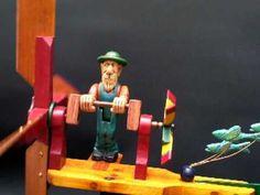 Veleta sen rematar feita con restos de madeira movida por un vento suave. Ten a animación do boneco e é autoorientable As engranaxes son aprobeitadas dun rec...