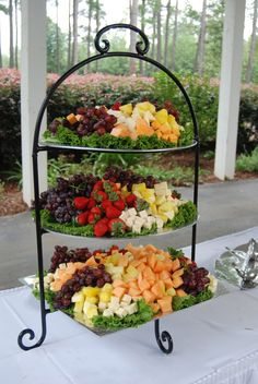 Trendy Fruit Tray Ideas For Wedding Receptions Party Platters Ideas Party Platters, Party Trays, Snacks Für Party, Food Platters, Cheese Platters, Appetizers For Party, Appetizer Recipes, Fruit Party, Fruit Appetizers