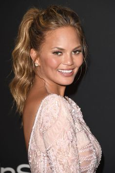 Giannandrea gave Chrissy Teigen a high and wavy ponytail for the 2015 Golden Globes.