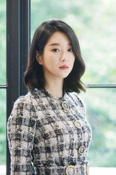 Korean Celebrities, Celebs, Medium Hair Styles, Curly Hair Styles, Seo Ji Hye, Korean Short Hair, Shot Hair Styles, Korean Girl Fashion, Kpop Fashion Outfits