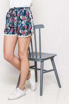Dámske modro-červené kvetované kraťasy Boho Shorts, Women, Fashion, Moda, Fashion Styles, Fashion Illustrations, Woman