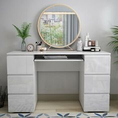 Dressing Table Decor, Dressing Table With Drawers, White Dressing Tables, Bedroom Dressing Table, Dressing Room Design, Bedroom Desk, Room Ideas Bedroom, Ikea Dressing Room, Ikea Room Ideas