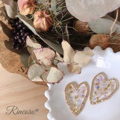 Resin Crafts, Resin Art, Handmade Accessories, Handmade Jewelry, Resin Jewelry, Jewellery, Flowers, Projects, Enamel