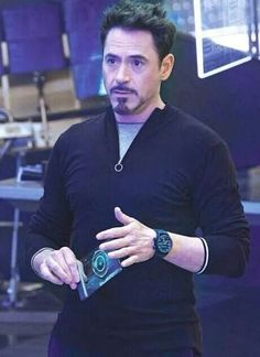Tony in Avengers 2 : Age of Ultron