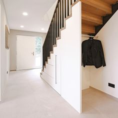 … und ein guter Schuss 🍹 — Die starken Töne der … and a good shot # Naturalness 🍹 – The strong tones of in are made of bright materials in the room … Bookcase Stairs, House Stairs, Loft Design, House Design, Stair Storage, Under Stairs, Staircase Design, Stairways, Future House