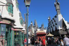 ⭐️ Harry Potter à Universal Studios d'Hollywood ! Sur Goodie Mood, le blog Feel Good d'une française expatriée à Los Angeles. #universalstudios #hollywood #californie #expat #LosAngeles #Attraction #Parc #HarryPotter Universal Studios, Attraction, Harry Potter, Hollywood, Mood, Lego, Street View, California, Park