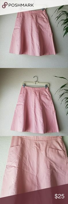 High waisted pastel pink skater/circle skirt In excellent condition! Aaand it has pockets!! Yaayy💗 Waist-13 inches across  Length- 22 inches Last pic is for outfit inspiration Express Skirts Circle & Skater