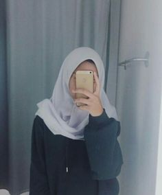 Teenager Photography, Tumblr Photography, Girl Photography Poses, Rain Photography, Casual Hijab Outfit, Ootd Hijab, Hijab Chic, Hijabi Girl, Girl Hijab