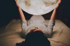 """""""Para los condenados a muerte y para los condenados a vida, no hay mejor estimulante que la luna en dosis precisas y controladas""""."""