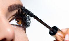 O que você vai precisar: Abaixo está a lista geral de ferramentas e suprimentos necessários para criar esse look. A maioria dos produtos provavelmente já estão em sua maleta de maquiagem, mas se você é uma novata ou já bastante experiente nisso, confira tudo que você precisará para ter esse efeito no seu look. * [...]