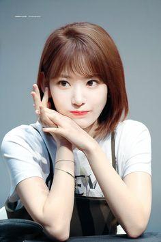 """© cherry flavor ◈ do not edit"" Kpop Girl Groups, Korean Girl Groups, Kpop Girls, Yuri, Sakura Miyawaki, 2 Logo, Idole, Japanese Girl Group, Poses"