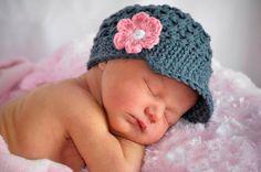 Newborn Girl Crochet Hat Beanie with brim por theButtercupBasket