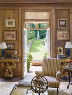 Birmingham house of James F. Carter, as featured in Veranda (March/April 2016), via Habitually Chic. Jane Hawkins Hoke helped with interiors.