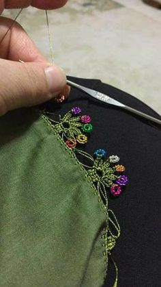 Dentelle au crochet - İgne ve Tig işi - DIY Embroidery Patterns, Hand Embroidery, Knitting Patterns, Crochet Patterns, Crochet Borders, Crochet Motif, Knit Crochet, Crochet Leaves, Crochet Needles