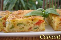 BIZCOCHO DE VERDURAS Y ATÚN INGREDIENTES 120 gr . de queso emmental 150 gr . de pimiento verde 150 gr . de pimiento rojo 150 gr . ...