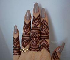 super Ideas for eye tattoo simple henna designs Henna Hand Designs, Eid Mehndi Designs, Finger Mehendi Designs, Modern Mehndi Designs, Mehndi Design Pictures, Bridal Henna Designs, Mehndi Designs For Fingers, Beautiful Henna Designs, Latest Mehndi Designs