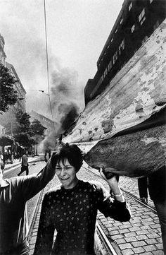 "Josef Koudelka:""Invasion of Warsaw Pact Troops, Czechoslovakian National Flag"" Prague, Czechoslovakia 1968 Henri Cartier Bresson, Magnum Photos, Iconic Photos, Old Photos, Prague Spring, Dark Landscape, Photographer Portfolio, French Photographers, Portraits"