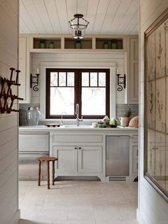 Love a timeless white kitchen? Come learn helpful decorating tips for keeping it cozy with 11 White Kitchen Design Ideas Adding Warmth. Sweet Home, Fresh Farmhouse, Farmhouse Style, Cottage Farmhouse, White Farmhouse, Cuisines Design, Beautiful Kitchens, Home Kitchens, Kitchen Remodel