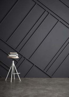KARWEI   Muuridee No.5: monteer op een rechte muur een grafisch patroon met houten latjes en kit voor een mooi houtreliëf. #diy