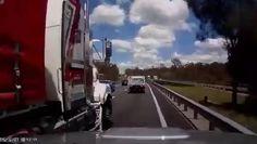 Un camion crashe un 4x4 dans un angle mort - http://www.newstube.fr/un-camion-crashe-un-4x4-dans-un-angle-mort/ #4X4, #Camions, #Car, #Cars, #Crash4X4, #CrashCamion, #Voitures