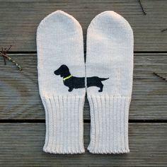 Gestrickte, komfortable und farbige Handschuhe. Hergestellt aus 100% Wolle. Mit Textilfarbe hand-gemalt. Sie können die Beinlinge in Wolle / Deli...