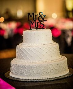 Add black lines in place of the white and I think it would look great. Modern & Simple Wedding Cake. Like the bottom tier's design the most