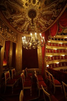 La Scala is a world-renowned opera house in Milan, Italy. The theatre was inaugurated on 3 August Lombardy Theatre Stage, Opera Singers, Phantom Of The Opera, Concert Hall, Art And Architecture, Expo 2015, Opera House, Beautiful Places, Ceiling Lights