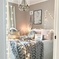 How pretty is this grey and pink bedroom by @mz.interior.