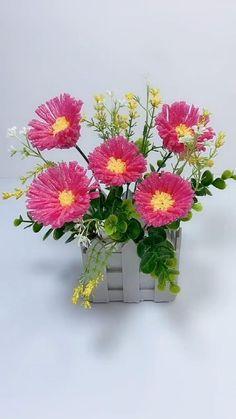 Paper Flowers Craft, Paper Crafts Origami, Diy Flowers, Fabric Flowers, Diy Crafts For Gifts, Diy Arts And Crafts, Creative Crafts, Flower Making Crafts, Flower Crafts