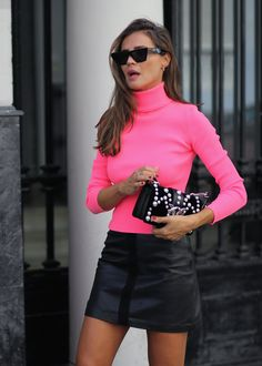 FLÚOR + LEATHER Neon Outfits, Night Outfits, Classy Outfits, Fall Outfits, Cute Outfits, Pink Fashion, Womens Fashion, Turtleneck Outfit, Winter Trends