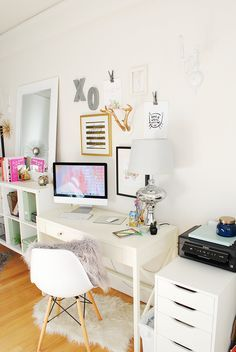 You won't mind getting work done with a home office like one of these. See these 20 inspiring photos for the best decorating and office design ideas for your home office, office furniture, home office ideas Home Office Space, Home Office Decor, Office Ideas, Office Inspo, Office Style, Workspace Inspiration, Room Inspiration, Bureau Design, My New Room