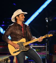 Brad Paisley Net Worth - How Rich is the Country Singer Actually?  #BradPaisley #musicians #networth http://gazettereview.com/2017/08/brad-paisley-net-worth-rich-country-singer-actually/