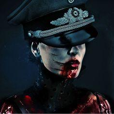 Vampire or Zombie - so hot! So crazy! Horror Photography, Dark Photography, Arte Horror, Horror Art, Dark Fantasy, Fantasy Art, Chica Heavy Metal, Mädchen In Uniform, World Of Darkness